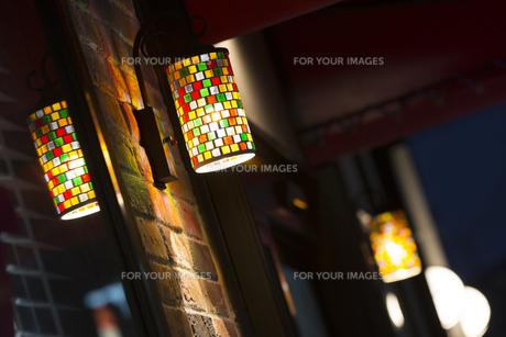 ステンドグラスの照明器具の写真素材 [FYI00572058]