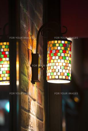 ステンドグラスの照明器具の写真素材 [FYI00572061]