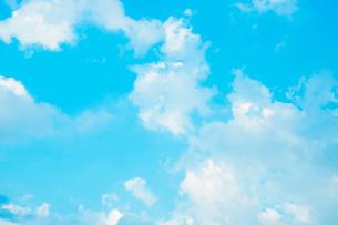 青空と雲、夏の空の写真素材 [FYI00576324]