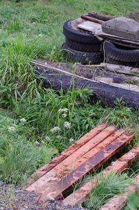 古タイヤと材料の写真素材 [FYI00582990]