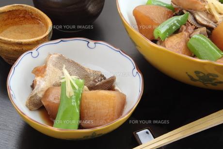 ブリ大根 煮物 日本酒の写真素材 [FYI00589308]