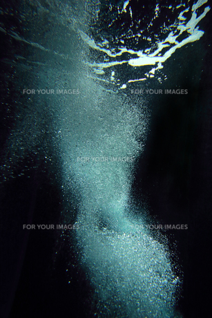 海中の泡 水の表情 素材テクスチャの写真素材 [FYI00593933]