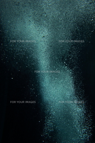 海中の泡 水の表情 素材テクスチャの写真素材 [FYI00593934]