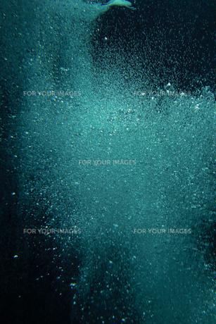 海中の泡 水の表情 素材テクスチャの写真素材 [FYI00593935]