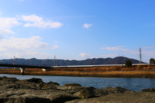 眉山と園瀬川の写真素材 [FYI00602751]