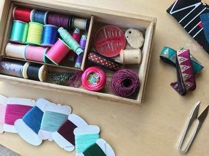 裁縫道具 針・糸・リボン の写真素材 [FYI00602799]