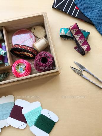 裁縫道具 針・糸・リボン の写真素材 [FYI00602801]