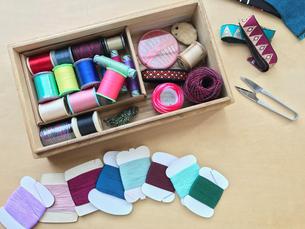 裁縫道具 針・糸・リボン の写真素材 [FYI00602803]