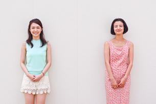 女性二人のポートレートの写真素材 [FYI00603445]