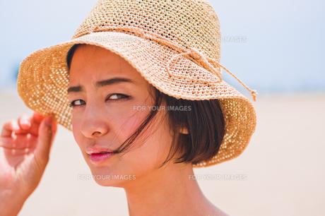 帽子を被った女性の素材 [FYI00603465]