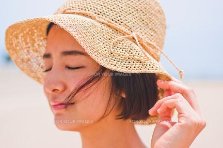 帽子を被った女性の素材 [FYI00603466]