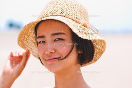 帽子を被った女性の素材 [FYI00603467]