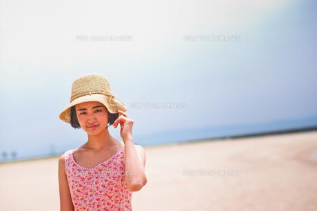 帽子を被った女性の素材 [FYI00603469]