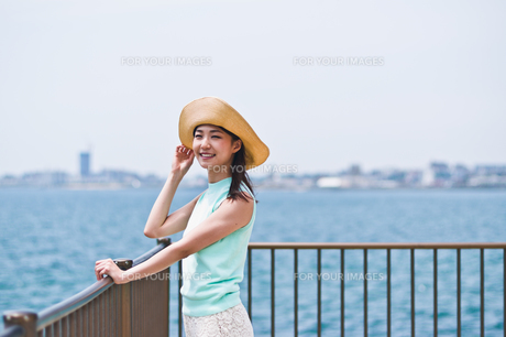 帽子を被った女性の素材 [FYI00603492]
