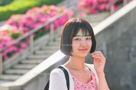 笑顔の女性の素材 [FYI00603553]