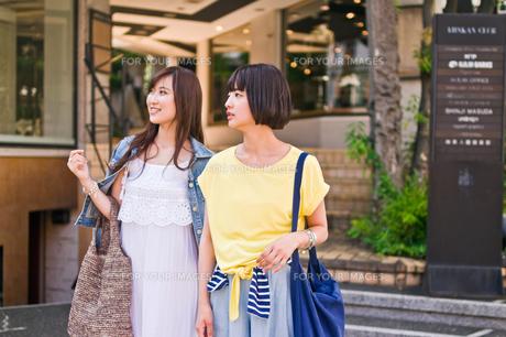 買い物をする女性の素材 [FYI00603687]