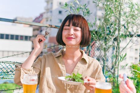 女子会の食事シーンの素材 [FYI00603703]