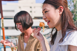 女子会の食事シーンの素材 [FYI00603709]