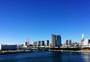 青空の都市の写真素材 [FYI00604599]