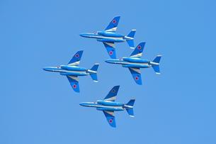 ブルーインパルスの編隊飛行の写真素材 [FYI00613539]