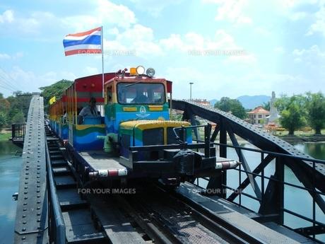 タイ、カンチャナブリの鉄道の写真素材 [FYI00614135]