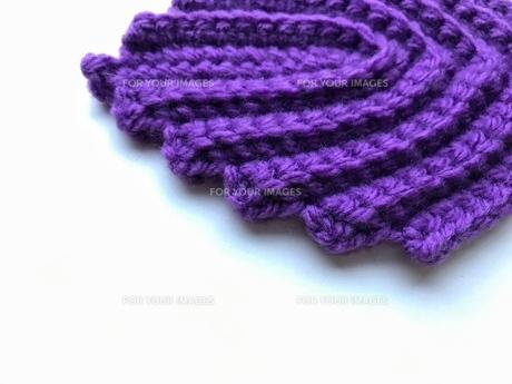 むらさき色の編み目の幾何学模様の写真素材 [FYI00618308]