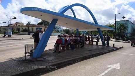ハバナのバス停の写真素材 [FYI00618357]
