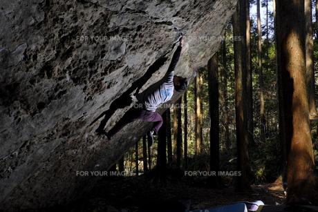 クライミングの極意、腰を入れるの写真素材 [FYI00619000]