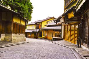 京都 八坂通の町並みの写真素材 [FYI00619017]