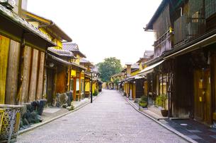 京都 八坂通の町並みの写真素材 [FYI00619027]
