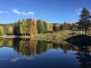 湖が美しいノルウェーの公園の写真素材 [FYI00619384]