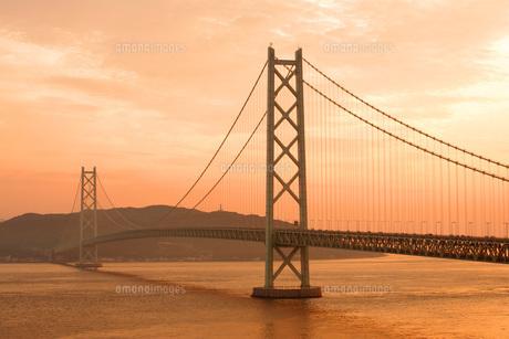 夕景の明石海峡大橋の写真素材 [FYI00619431]