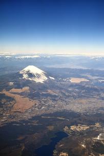 空撮した富士山の写真素材 [FYI00620264]