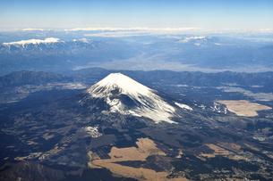 空撮した富士山の写真素材 [FYI00620265]