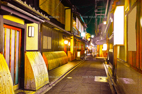 京都 夜の先斗町の写真素材 [FYI00621333]