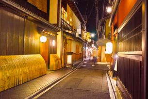 京都 夜の先斗町の写真素材 [FYI00621334]