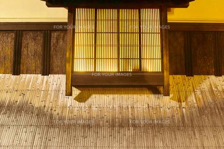 京都 祇園の夜のクローズアップの写真素材 [FYI00621853]