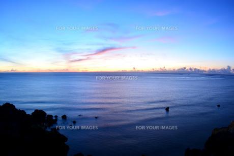 宮古島/夜明の東平安名崎の写真素材 [FYI00622862]