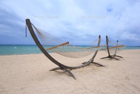 ビーチとハンモック|リゾートイメージの写真素材 [FYI00623664]