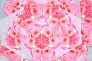 万華鏡に映し出された薔薇の写真素材 [FYI00624242]