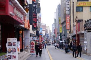 昼のソウルの街並みの写真素材 [FYI00625192]