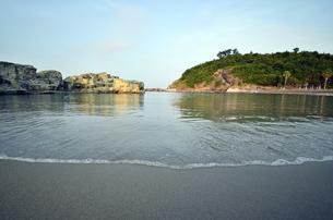 波早ビーチの朝の写真素材 [FYI00625336]