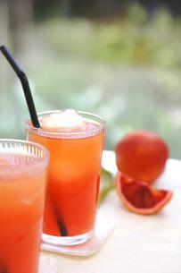 ブラッドオレンジジュースの写真素材 [FYI00626175]