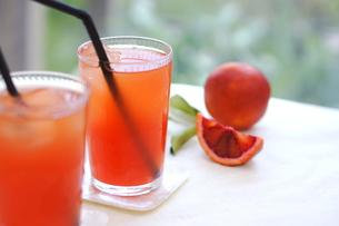 ブラッドオレンジジュースの写真素材 [FYI00626178]
