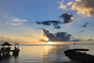 パラオ 夕方の浜辺の写真素材 [FYI00627426]