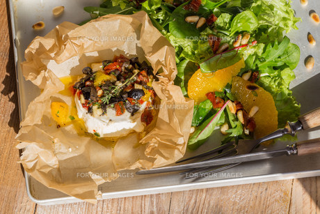goat cheese baked in parchment paper mediterranean.の素材 [FYI00628584]