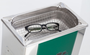 professional eyeglass lens with an ultrasonic cleanerの素材 [FYI00628808]