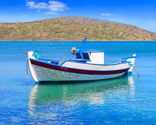 Fishing Boat off the coast of Crete, Greeceの写真素材 [FYI00629547]