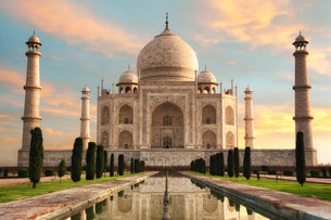 the taj mahal at sunriseの写真素材 [FYI00630628]