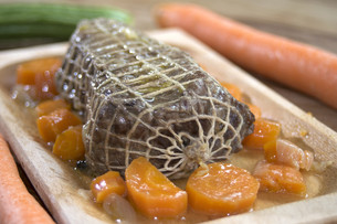 roast beef at the wine sauce and carrotsの写真素材 [FYI00631464]